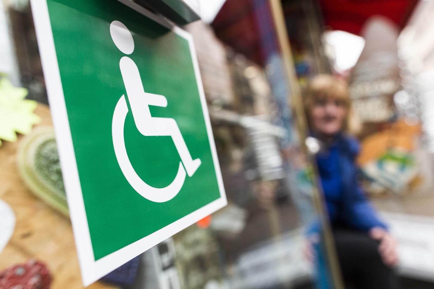 accessibilit trois commer antes aux normes handicap s t moignent. Black Bedroom Furniture Sets. Home Design Ideas
